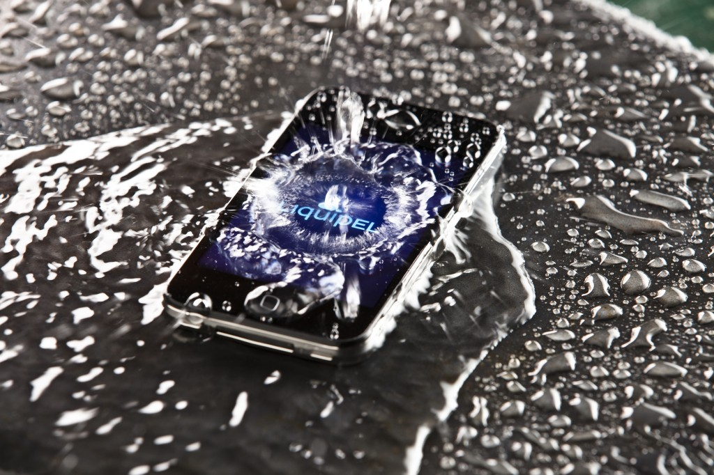 Liquipel - iPhone dans l'eau